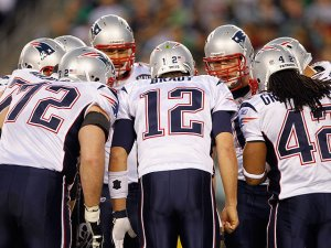 patriots-huddle